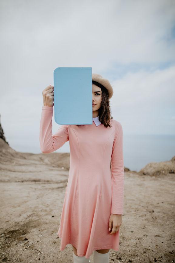Frau in Wüste