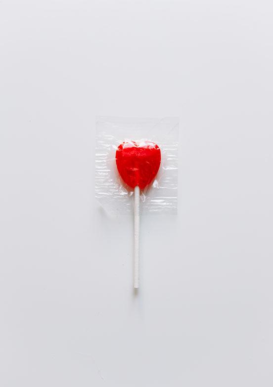 eingeschweißter roter Herzlolli