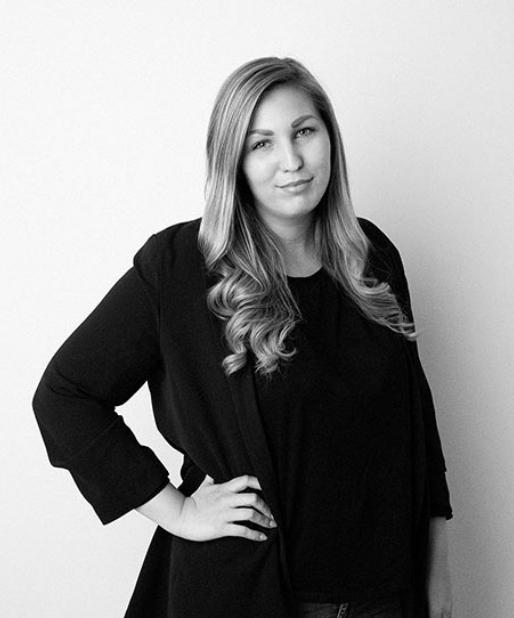 Laura Schwab, verantwortlich für Marketing & Sales bei CUSTOMIZE mediahouse GmbH